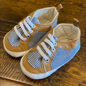 Old Navy Baby Shoes Sz 6-12 mos Brown Blue White